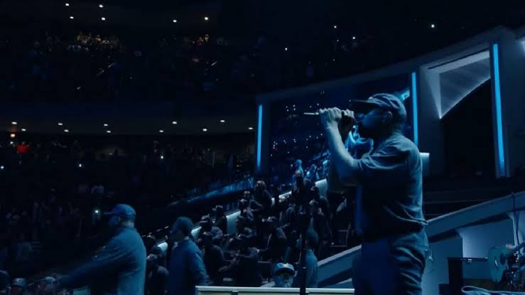 , Kanye West performs a gospel remix of Destiny's Child's 'Say My Name' at Joel Osteen's megachurch